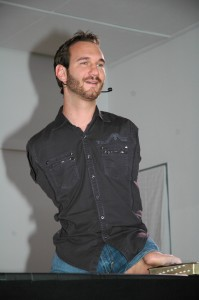 Nick_Vujicic_speaking_in_a_church_in_Ehringshausen,_Germany_-_20110401-02