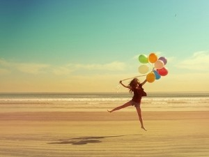 balloons-beach-beauty-freedom-happiness-favim-com-268585